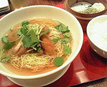 8月8日「季菜CHINA」の排骨麺