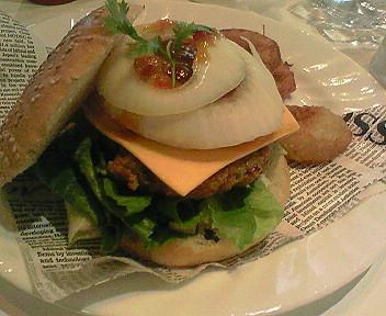 8月26日「cafe gooch」のアジア風味バーガー
