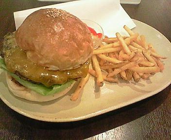 10月3日「Caffe' CONCEPT」のチーズが選べるハンバーガー