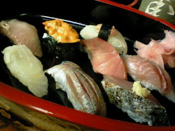 真鶴「栄寿司」で地の魚いっぱいのお寿司
