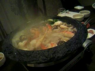 「石頭鍋」のごま油たっぷり鍋