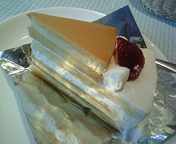 プリンとケーキで2度美味しい「パステル」のプリンケーキ