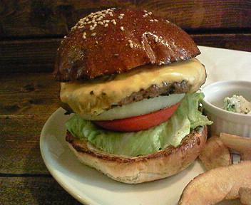 マイベストバーガーショップ「FELLOWS」のチーズバーガー