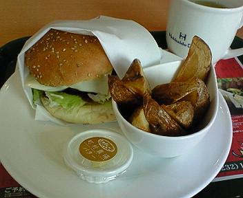 現地でいただく「北海道カフェ」のご当地バーガー