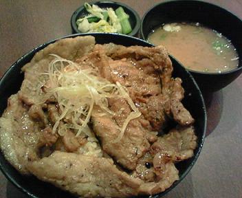 「花畑牧場 ホエー豚亭」で生キャラメルのために食べる豚丼