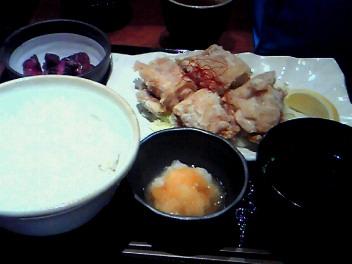 「麻布とさか」の唐揚げ定食