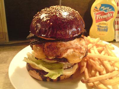 「Hungry Heaven」のカレー味バーガー